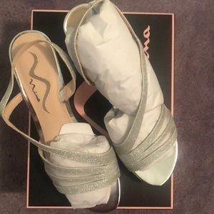 NEVER worn Nina silver sandal